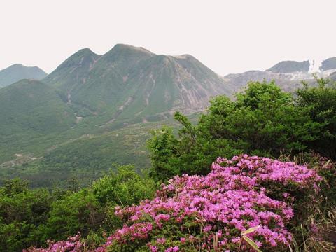 2010.5.28 黒岩付近から三俣山を望む